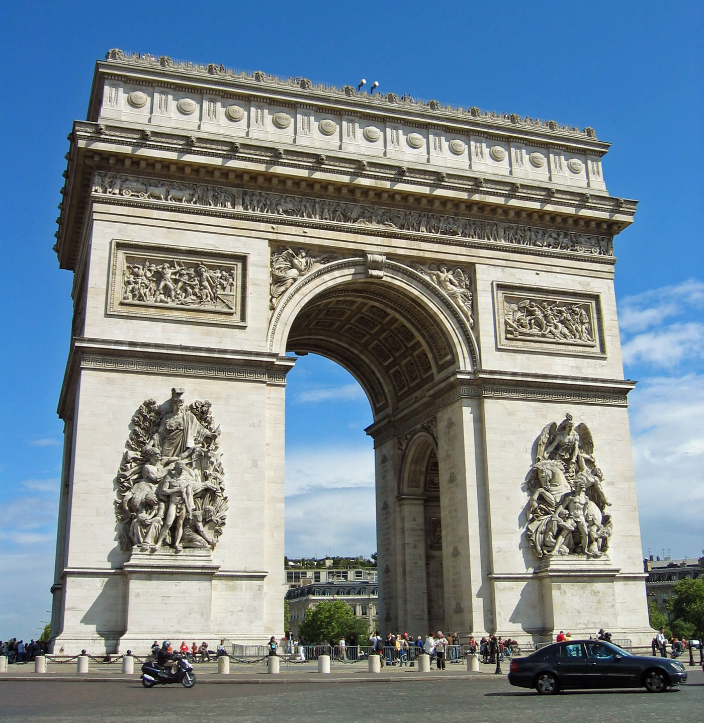 arc de triomphe paris view on a sunny day. Black Bedroom Furniture Sets. Home Design Ideas