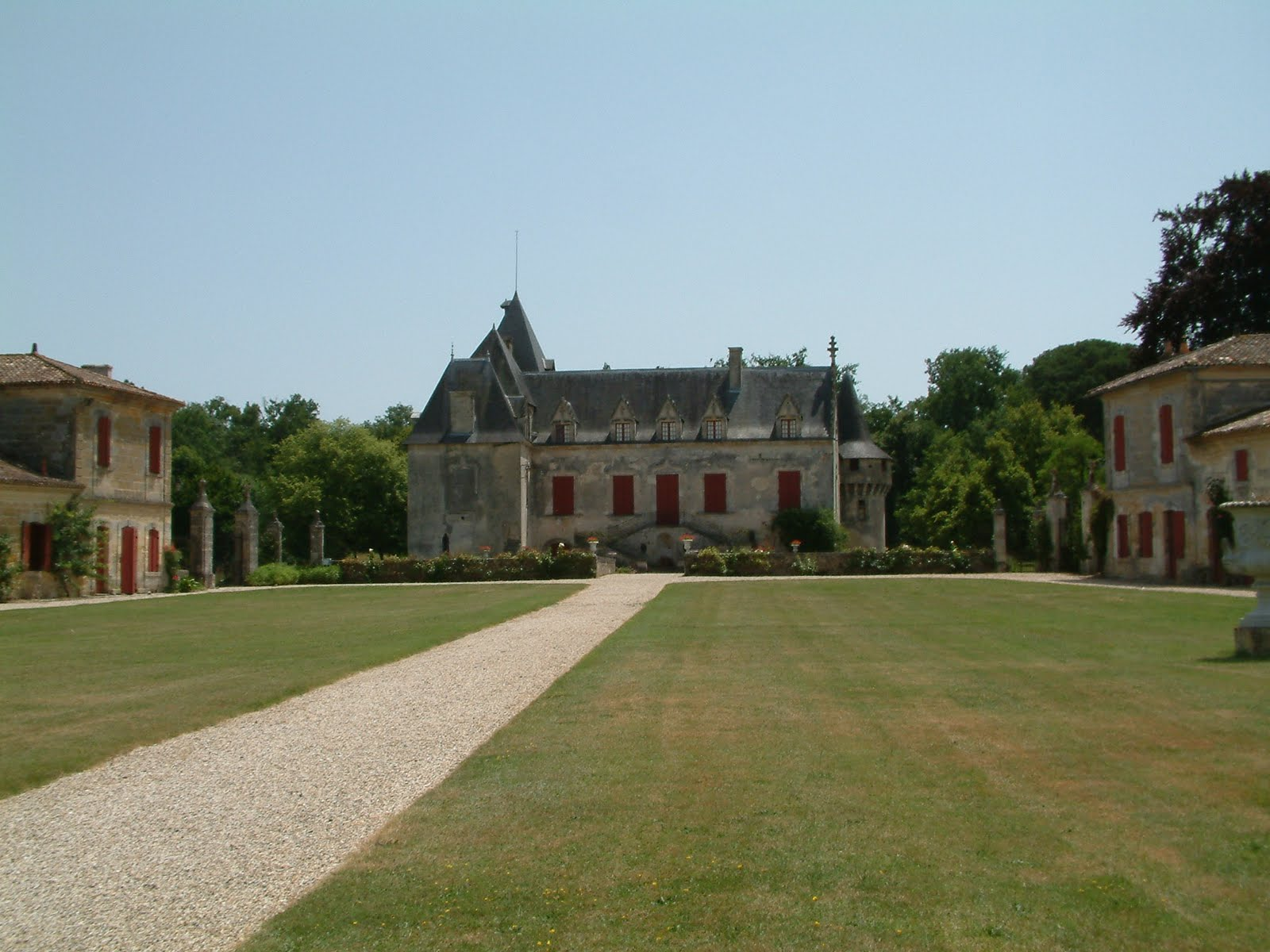 Chateau olivier bordeaux guide best in bordeaux for Chateau olivier