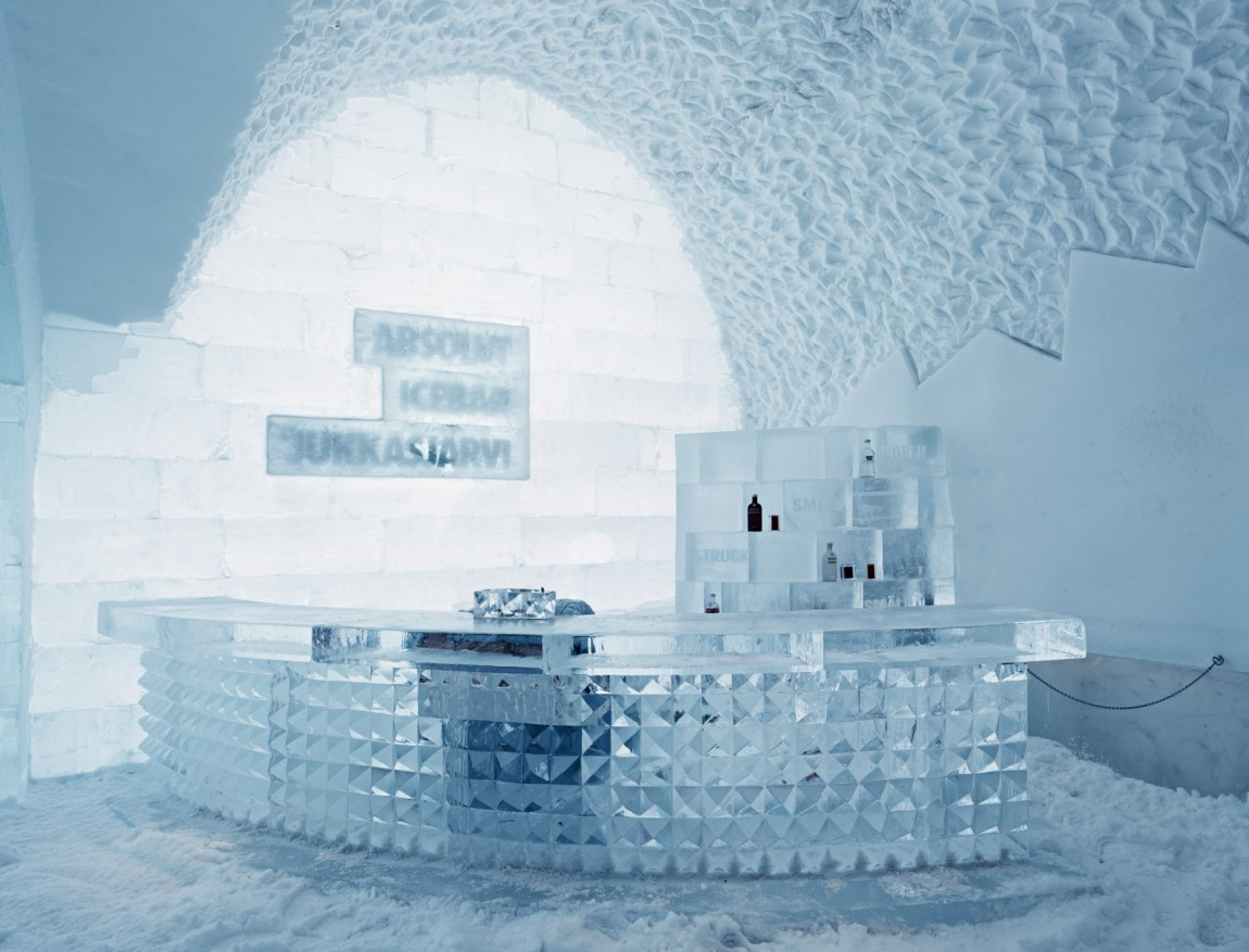 ice hotel holiday jukkasjarvi sweden ice hotel bar. Black Bedroom Furniture Sets. Home Design Ideas