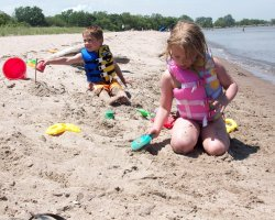 Children Care on the Beach, Sand castles