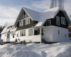 Bed and Breakfast Holiday, Canada, The Black Bear viewed by winter