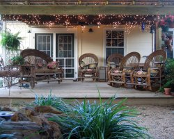 Bed and Breakfast Holiday, Eupora, Mississippi, USA, Dogwood Cottage backyard
