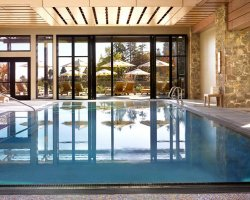 Wine Land Holiday, Oregon, USA, Allison Inn and Spa interior pool