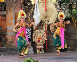 Holiday Rules, Indonesia, Bali, Traditionaly dressed dancers