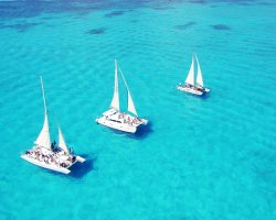 Isla Mujeres, Mexico, Clear waters with boats