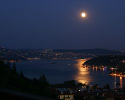 Istanbul, Turkey, The moon guarding the city