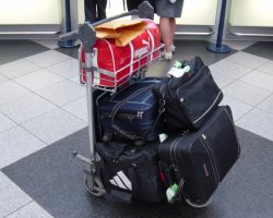 Smart Holiday, Luggage pack on airport