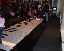 New York, U.S.A., The Piano at FAO Schwarz