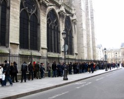 Pilgrimage Protocol, Notre Dame Cathedral, Paris, France, Queue at entrace