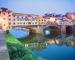 Ponte Vecchio, Firenze, Italy, At dusk view