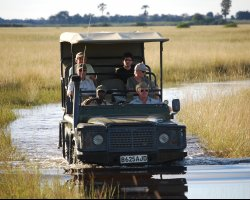Safari Holiday, Car ready with tourists