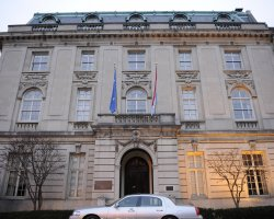 Trouble on vacantion, Embassy Of Luxembourg In Washington