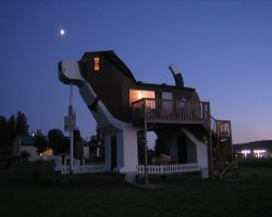 Weirdest Hotels Holiday, Dog Bark Park Inn,Cottonwood, Idaho, View by night