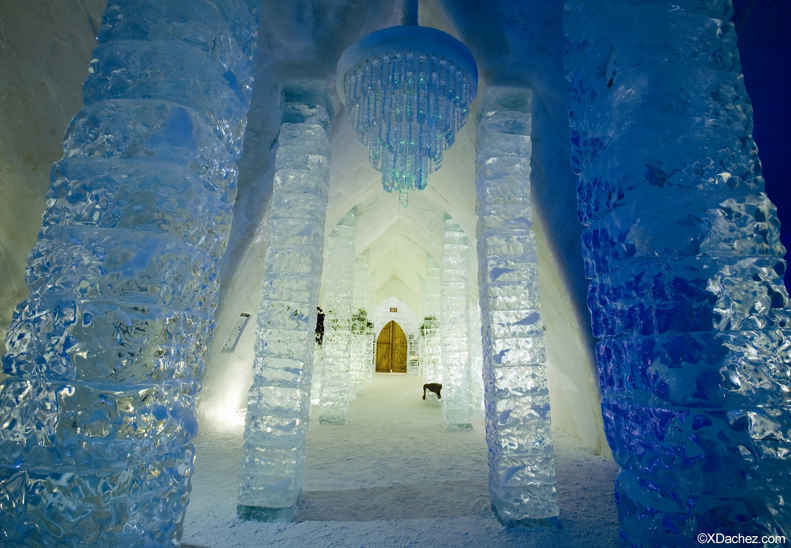 hotel de glace quebec canada entrance. Black Bedroom Furniture Sets. Home Design Ideas