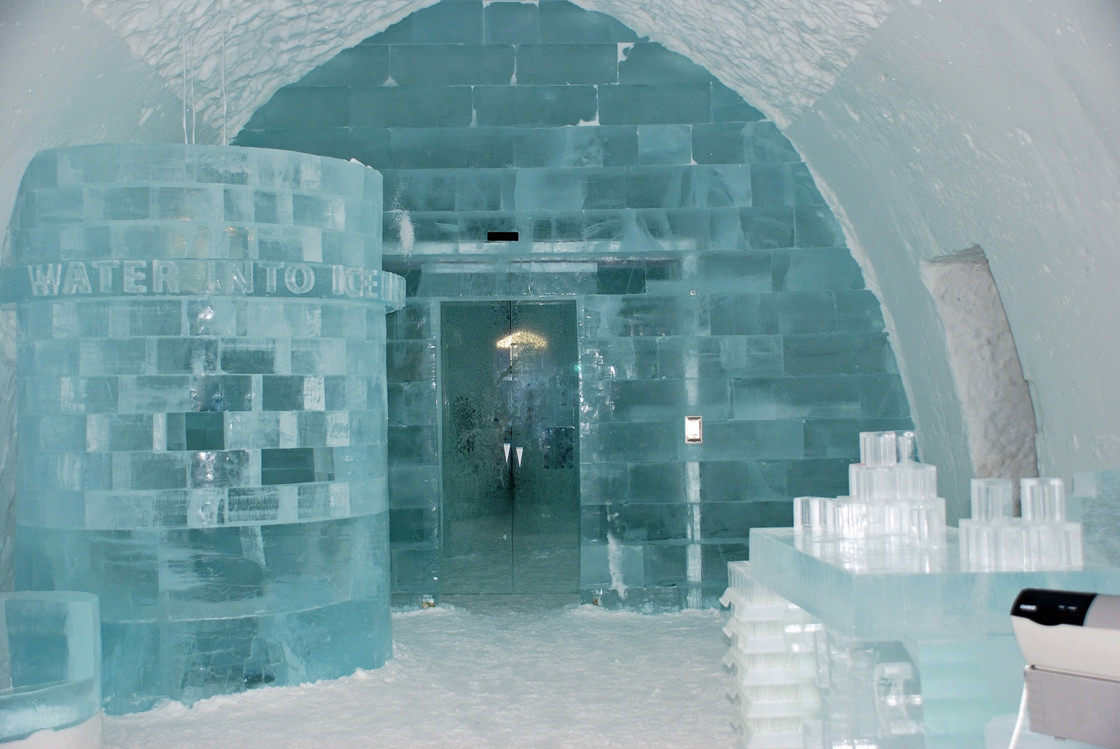 Image gallery ice bar europe for Quirky hotels in prague