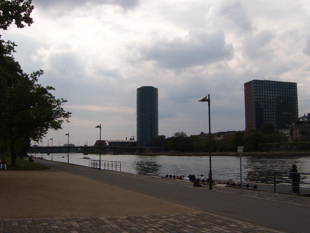 Frankfurt architecture germany main river for Industrial design frankfurt