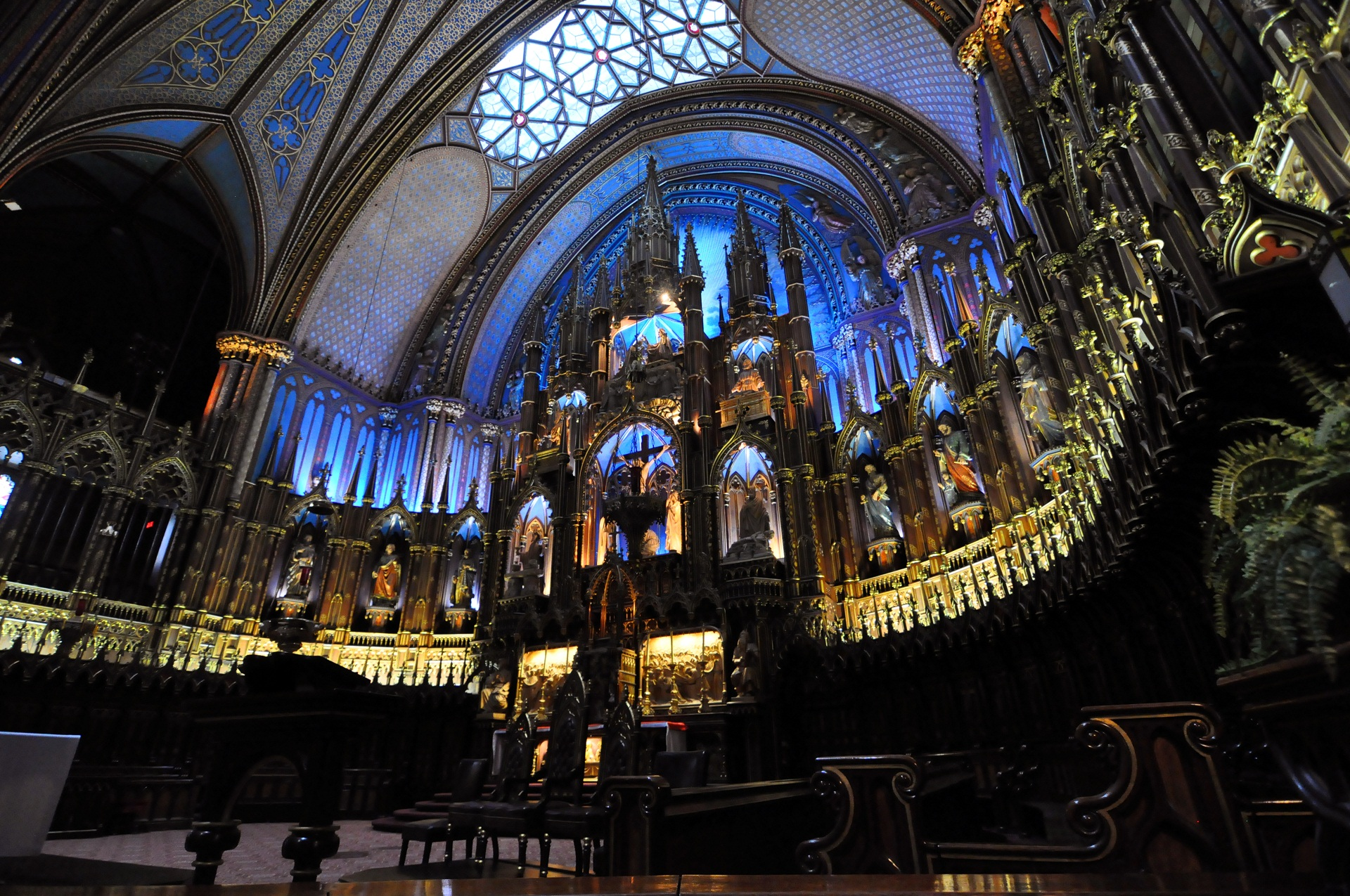 Notre Dame Basilica, Montreal, Canada, Icons and statues