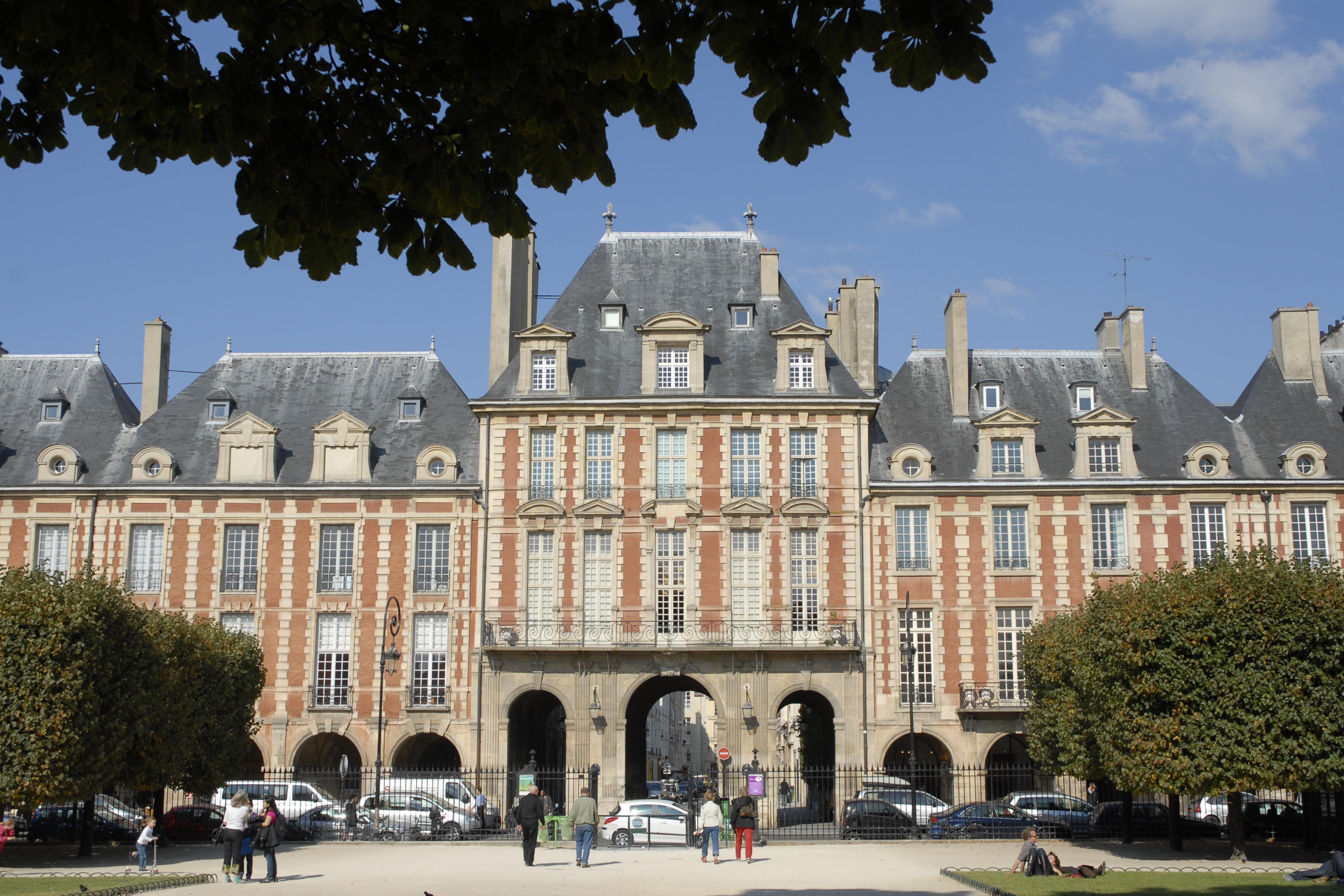 Paris architecture france place des vosges 1337 world for Architecture a paris