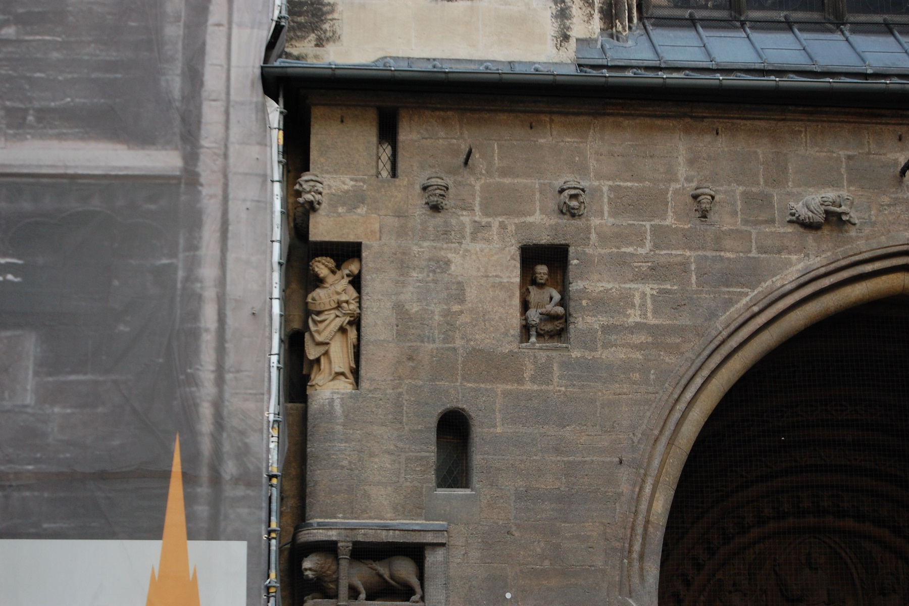 St Stephan Cathedral, Vienna, Austria, Statues inside the wall