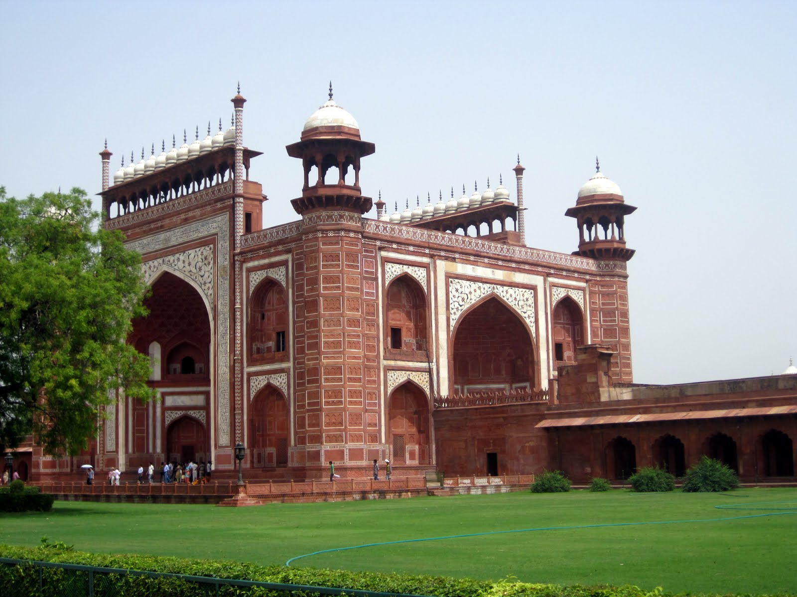 essays on taj mahal in india