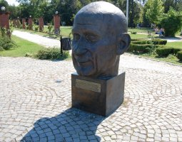 Herastrau Park, Bucharest, Romania, Statue Head on EU Square (3)