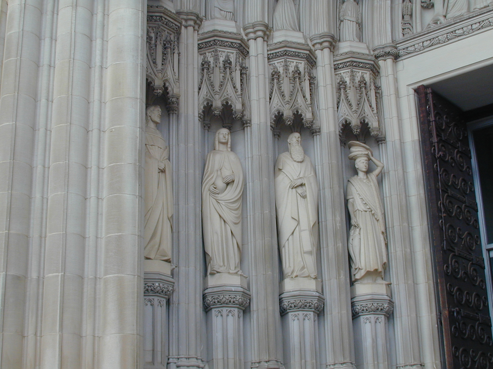 National Cathedral, Washington, U.S.A., Soul portal sculptures