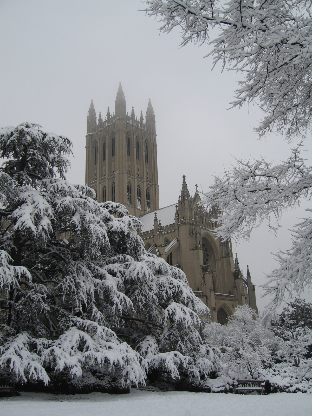National Cathedral, Washington, U.S.A., Side view at winter