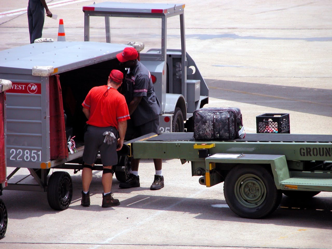 Airline regulations, Transporting and handling of luggage