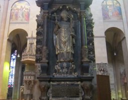Mainz Cathedral, Germany, Inside column statue
